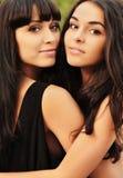 Utomhus- härliga systrar Royaltyfri Foto
