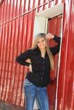 Utomhus- hög flicka för nätt blond högstadium Arkivbilder