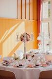 Utomhus- inomhus för bröllopdekor Arkivbild