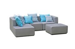 Utomhus- inomhus soffa med kuddar Arkivbild