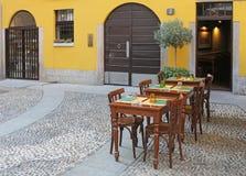 Utomhus- italiensk restaurang royaltyfri bild