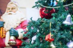 Utomhus- jul dekorerade trädet Royaltyfri Fotografi