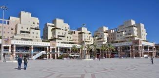Utomhus- köpcentrum i Kfar Saba, Israel royaltyfria foton