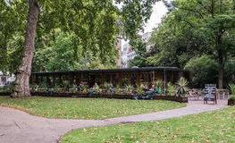 Utomhus- kafé i Russell Square, London, UK Fotografering för Bildbyråer