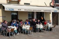 Utomhus- kafé, Venedig, Italien Fotografering för Bildbyråer
