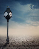 Utomhus- klocka för tappning Royaltyfria Bilder
