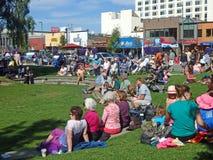 Utomhus- konsert i den i stadens centrum ankringen, Alaska Arkivbild