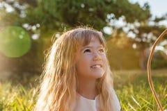 Utomhus- lycklig gullig flicka Fotografering för Bildbyråer