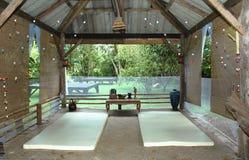 Utomhus- massagepaviljong Arkivbilder