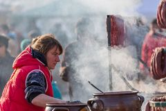 Utomhus- matlagning för traditionell festival Arkivfoton