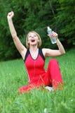 Utomhus- meditation för ung kvinna royaltyfria foton