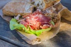 Utomhus- mellanmål av bröd och rökt kött Fotografering för Bildbyråer