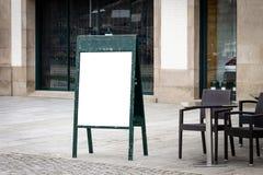 Utomhus- menymodell för kafé royaltyfria bilder