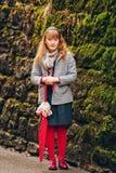 Utomhus- modestående av årig flicka rolig 9-10 Royaltyfri Bild