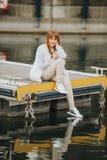 Utomhus- modestående av årig flicka rolig 9-10 Royaltyfria Bilder