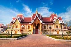 Utomhus- parkera med buddistiskt samhälle Hall Vientiane Laos, Royaltyfria Foton