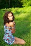 utomhus posera sexig kvinna Royaltyfri Foto