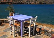 Utomhus- restaurang i Grekland Royaltyfri Fotografi