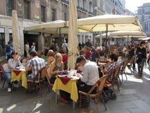 Utomhus- restaurang i Venedig Royaltyfri Fotografi