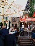 Utomhus- restaurang i Wien Fotografering för Bildbyråer