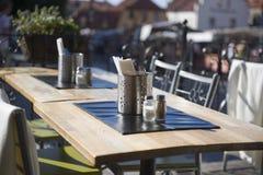 utomhus- restaurangtabell Royaltyfri Bild