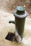 Utomhus- Retro och tappningvattenklapp royaltyfri fotografi