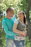 Utomhus- romantiska par Royaltyfria Bilder