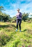 utomhus- running kvinnabarn royaltyfri fotografi