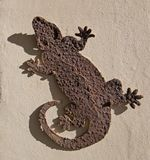 Utomhus- Rusty Iguana metall/inomhus väggdekor Arkivfoton