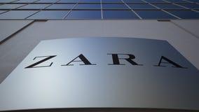 Utomhus- signagebräde med den Zara logoen byggande modernt kontor Redaktörs- tolkning 3D Arkivfoto