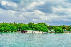 Utomhus- sikt av den sjunkna nästan Isla Mujeres för fartyg ön i det karibiska havet, omkring 13 kilometer av Yucatanen Royaltyfria Foton