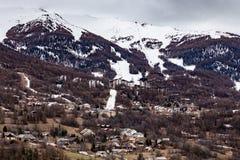 Utomhus- sikter av skidasemesterorten Les Orres Royaltyfri Fotografi