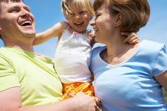 utomhus- skämtsam tid för familj Fotografering för Bildbyråer