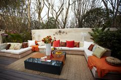 utomhus- sofa royaltyfri foto