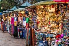 Utomhus- ställningar som säljer souvenir i Venedig. Fotografering för Bildbyråer