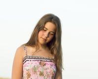 Utomhus- stående av flickan av 14 gamla år Royaltyfri Fotografi