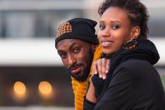 Utomhus- stående för afrikansk amerikantonåringar arkivfoto