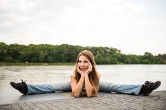 Utomhus- stående för böjlig kvinna Fotografering för Bildbyråer