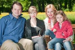utomhus- stående för familj Arkivbilder