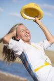 Utomhus- stående för lycklig attraktiv hög kvinna Fotografering för Bildbyråer
