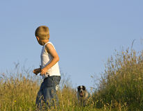utomhus- stående för pojke Fotografering för Bildbyråer