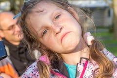 utomhus- ståendebarn för flicka Arkivfoton