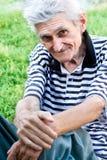 utomhus- ståendepensionär för frank man Royaltyfria Bilder