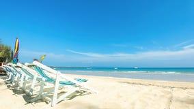 Utomhus- stol för avkoppling på den tropiska stranden Royaltyfri Fotografi