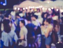 Utomhus- suddigt parti för folkfestivalhändelse arkivfoto