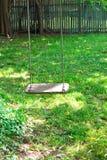 utomhus- swing för trädgård Arkivbilder