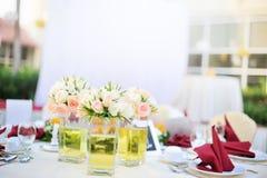 utomhus- tabellbröllop för bankett Fotografering för Bildbyråer