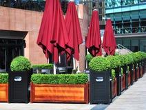 utomhus- tabeller för del restaurant2 Arkivfoto