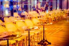 Utomhus- tabeller för kafé Fotografering för Bildbyråer