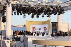 Utomhus- televisionstudio under den Cannes filmfestivalen 2013 Arkivbild